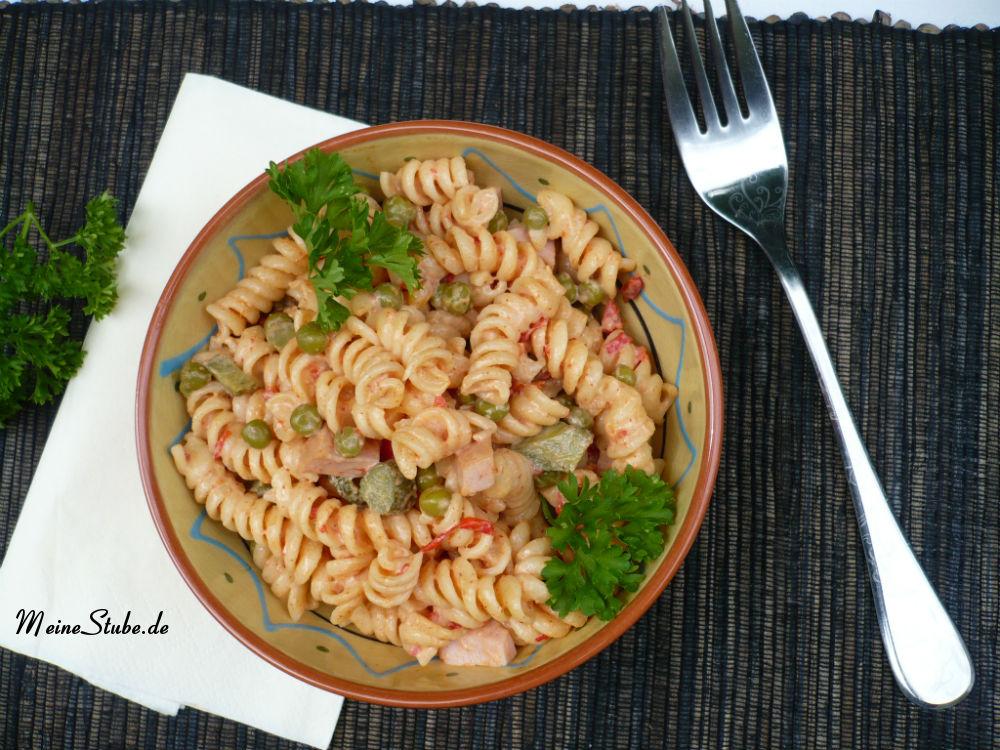 Nudelsalat mit Mayonnaise passend zu Grillfleisch