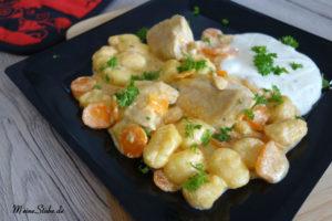 Gnocchi-Pfanne mit Hähnchen und Dip