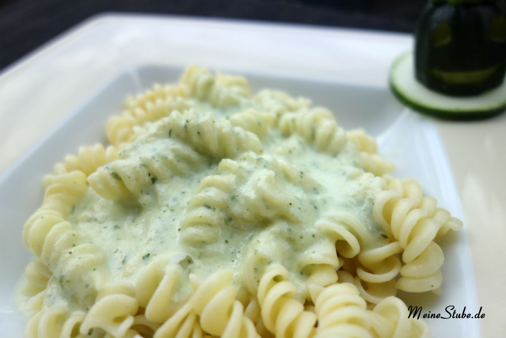 Nudeln-sahne-zucchini