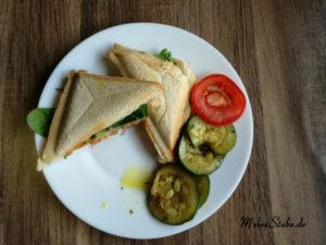 warmen Sandwich mit Pute, Tomate und Salat