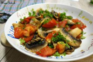 Gebratene Tomaten und Champignons