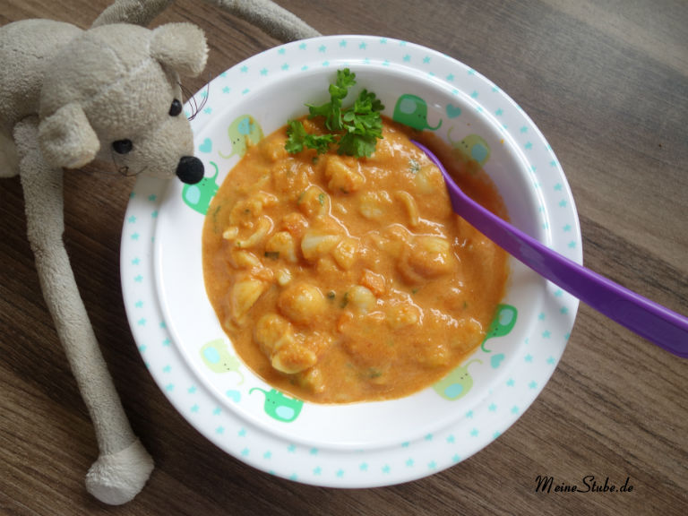 Für Kinder, eine Mahlzeit mit Tomaten-Frischkäse-Nudeln