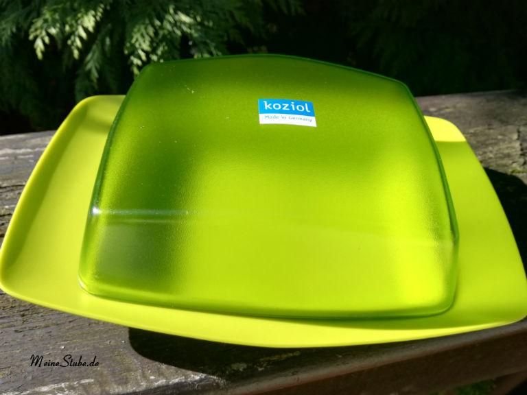 Koziol Butterdose in grün, auf dem Balkon