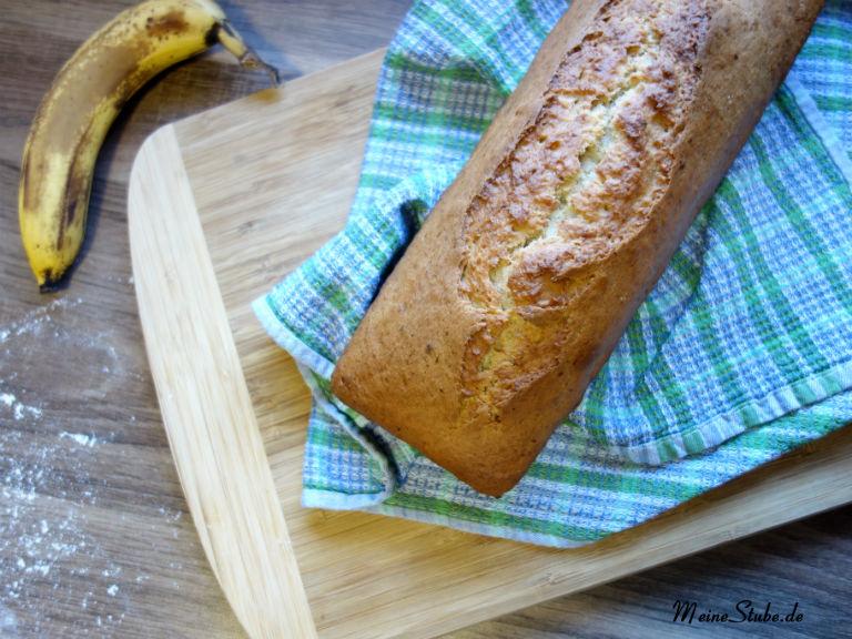 Bananenbrot-ungeschnitten