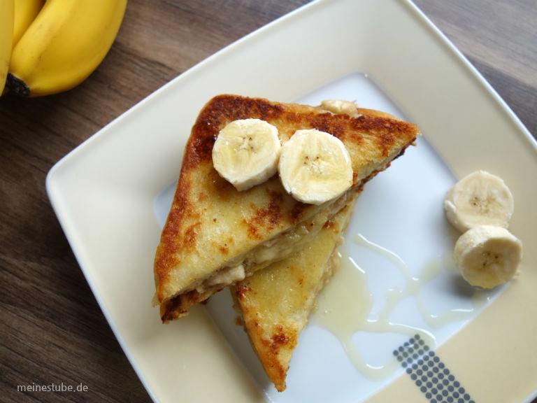 Zum Frühstück süßen French Toast mit Bananenmus