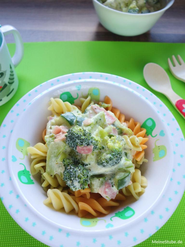 Kinderrezept für Nudeln mit Gemüse, Brokkoli und Zucchini