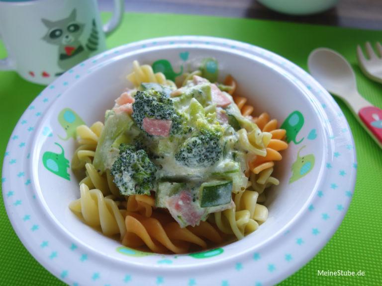Nudeln mit Gemüse in Schinken-Frischkäse-Sauce