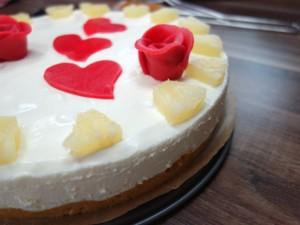 Rezept für eine Ananas-Marzipan-Torte ohne Backen