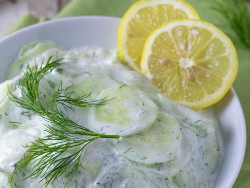 Rezept für Gurkensalat mit Dill und saurer Sahne, Meinestube