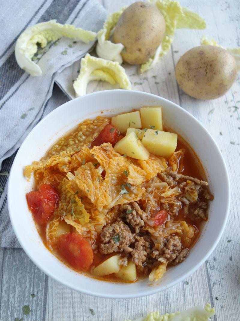 wirsingsuppe-mit-hackfleisch-kartoffeln