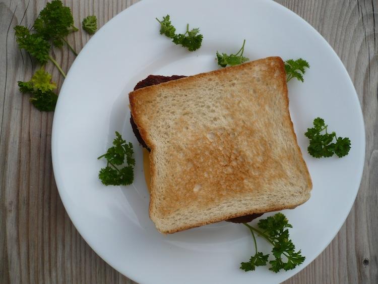 Putenhacksteak im Toast