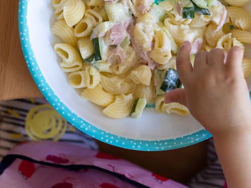 Kinderessen Nudeln Zucchini und Schinken, meinestube
