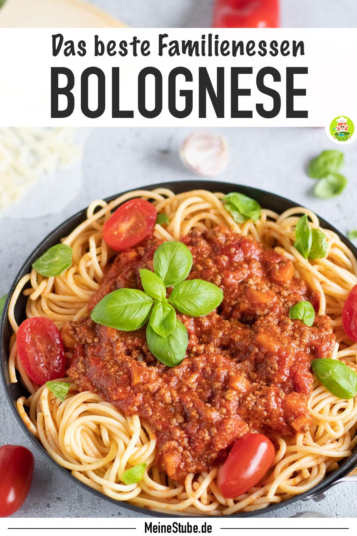 Rezept für Spaghetti Bolognese von Meinestube. Mit Parmesan und Basilikum serviert.