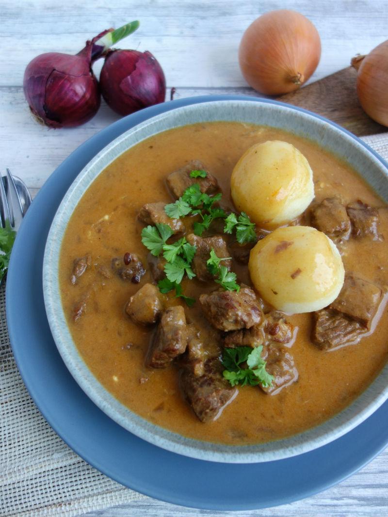 Rahmgulasch mit zartem Rindfleisch