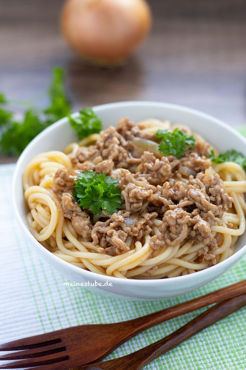 Spaghetti mit Haschee, dunkle Hackfleischsauce, meinestube