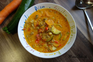 Hackfleisch-Kokosmilch-Gemüse Eintopf