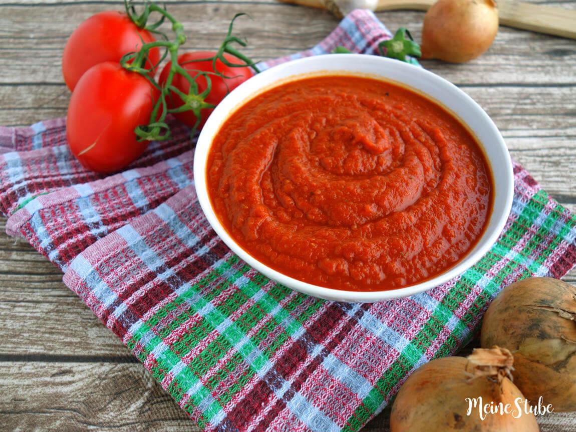 Pizzasauce mit frischen Tomaten einkochen