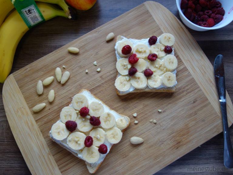 bananentoast-auf-holzbrett.jpg