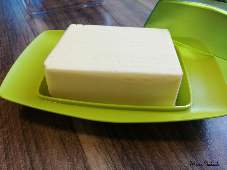 koziol-butterdose-mit-butter.jpg