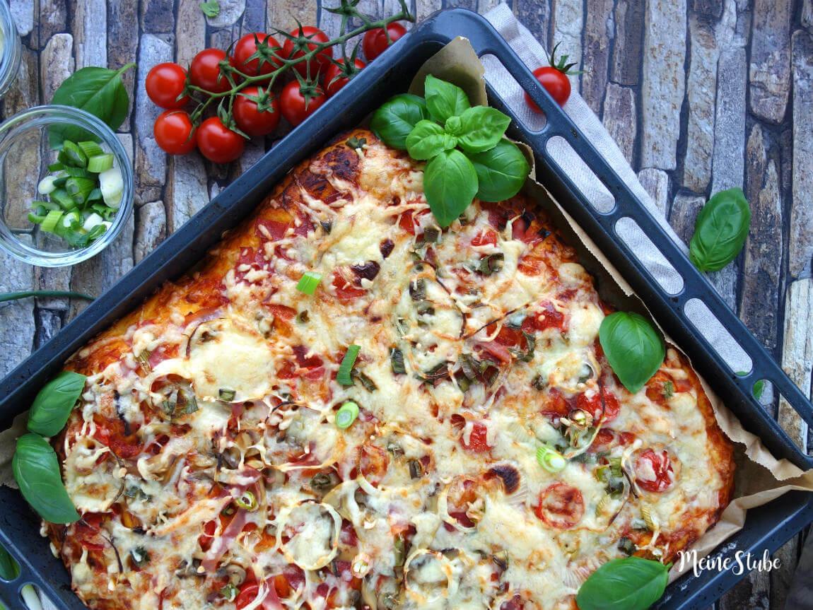 Pizza mit weichen und dickem Pizzaboden