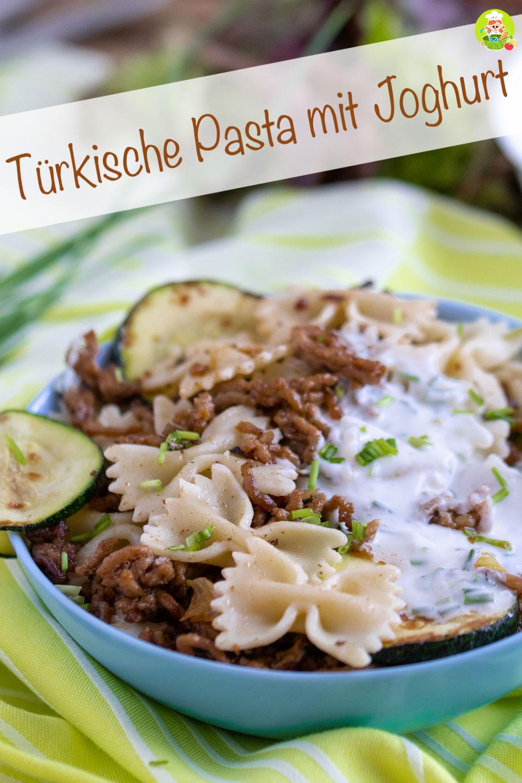 Rezept für türkische Pasta mit Joghurt-Knoblauch Sauce