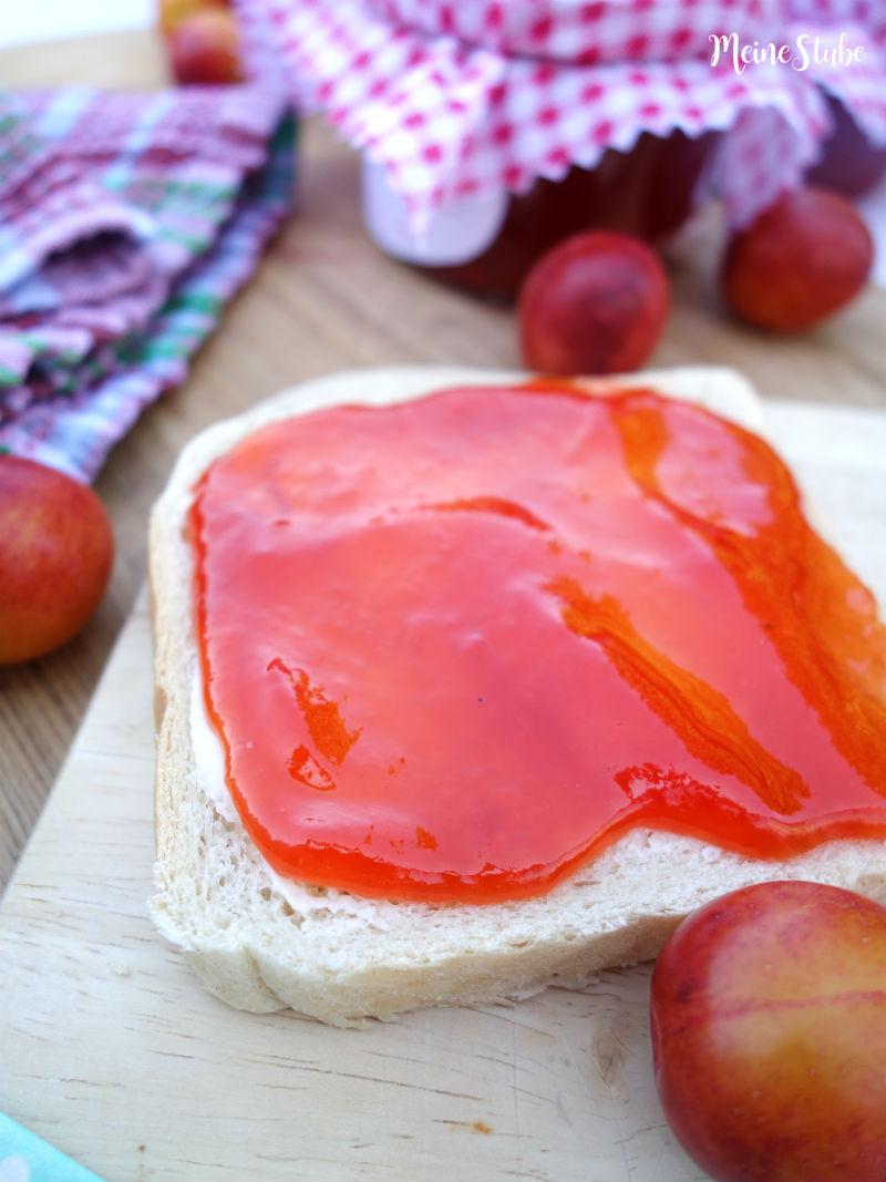 Mirabellen Marmelade auf Toast Brot
