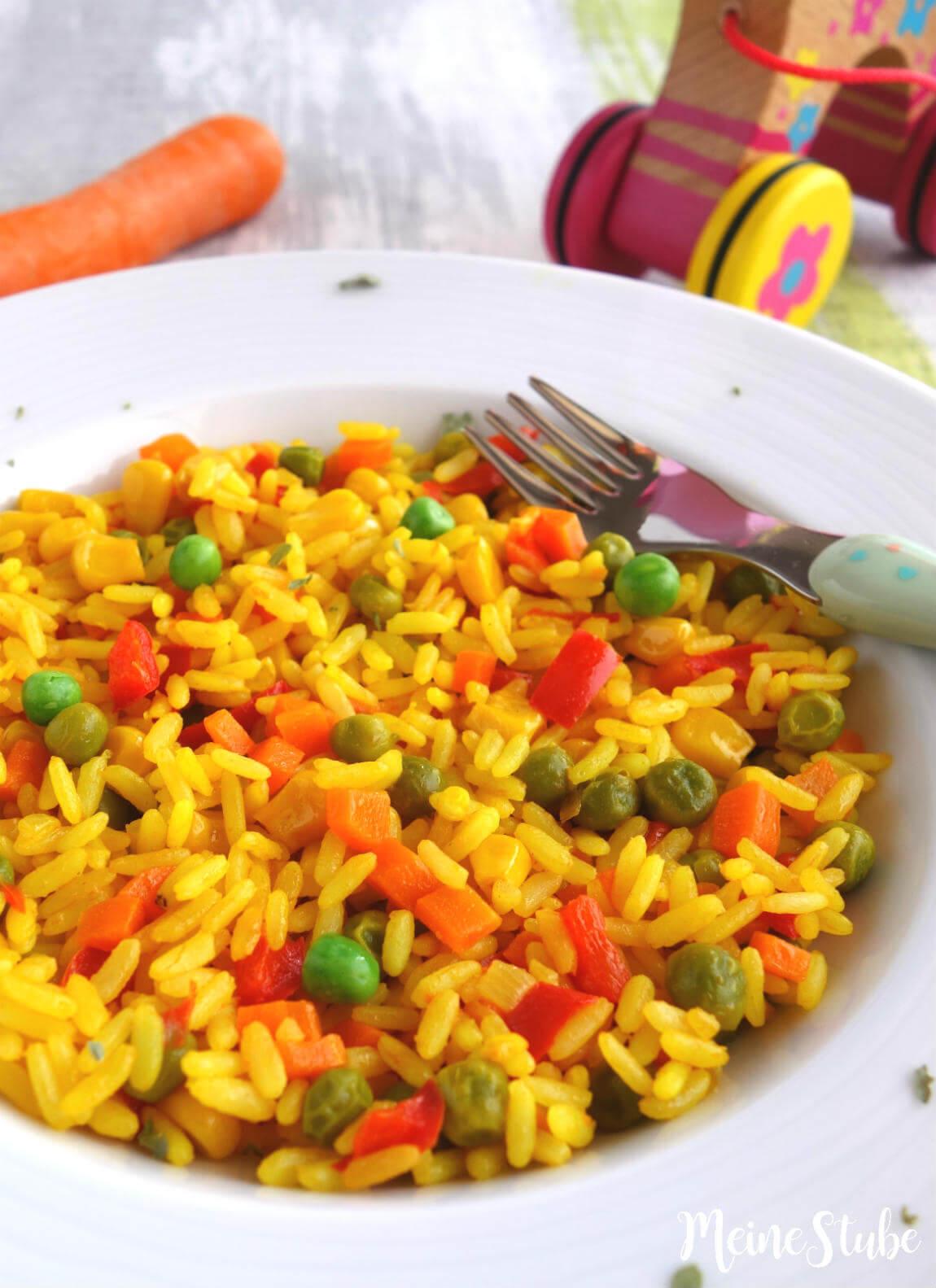 Kinder Paella vegetarisch, mit Erbsen, Mais und Tomaten
