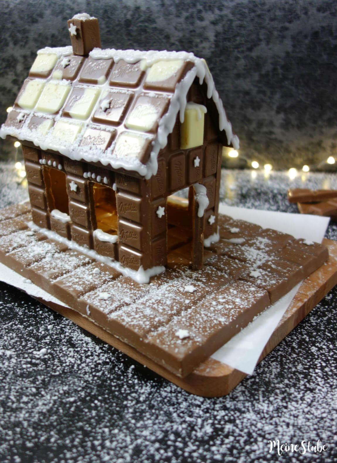 Ein Schokohaus aus Schokoladentafeln bauen