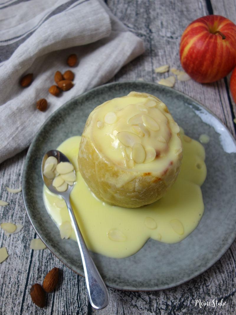 Bratapfel mit Teigmantel und Marzipanfüllung, meinestube