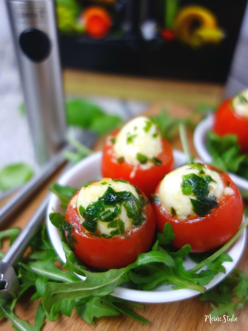 Mit dem Twister Lurch Tomaten aushöhlen