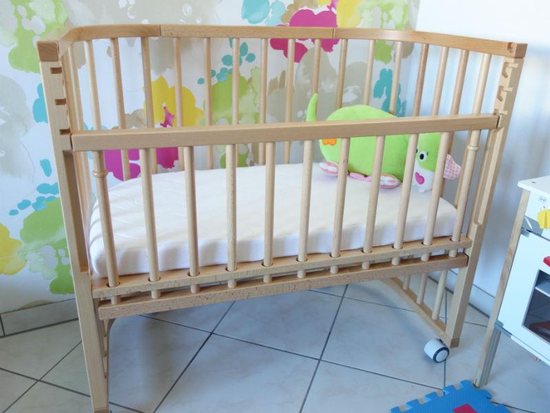 Unser Babybett als Beistellbett