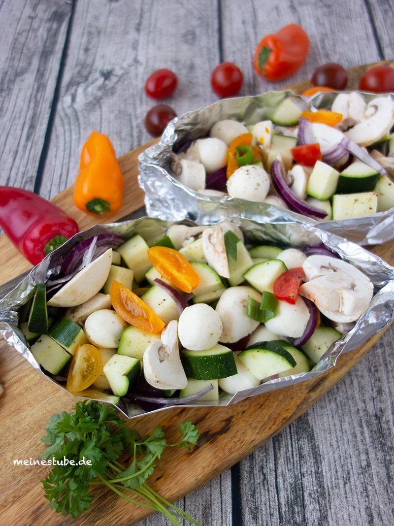 Rezept für Gemüse-Päckchen mit Mozzarella zum Grillen