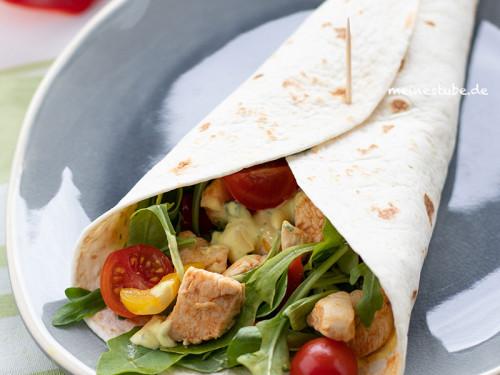 Hähnchen-Wraps mit Gemüse und Salat, meinestube