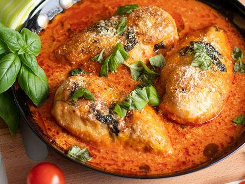 Rezept für Hähnchenbrust mit Tomatensauce, meinestube