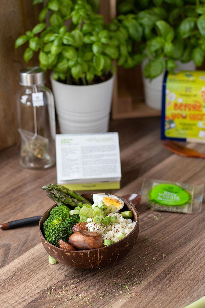 Die Zubereitung eines Green Bowl, Rezept nachgekocht