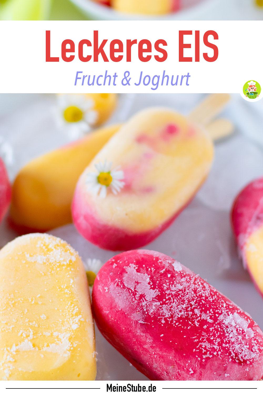 Eis am Stiel mit Erdbeeren und Mango auf einem Teller mit Eis serviert, von meinestube