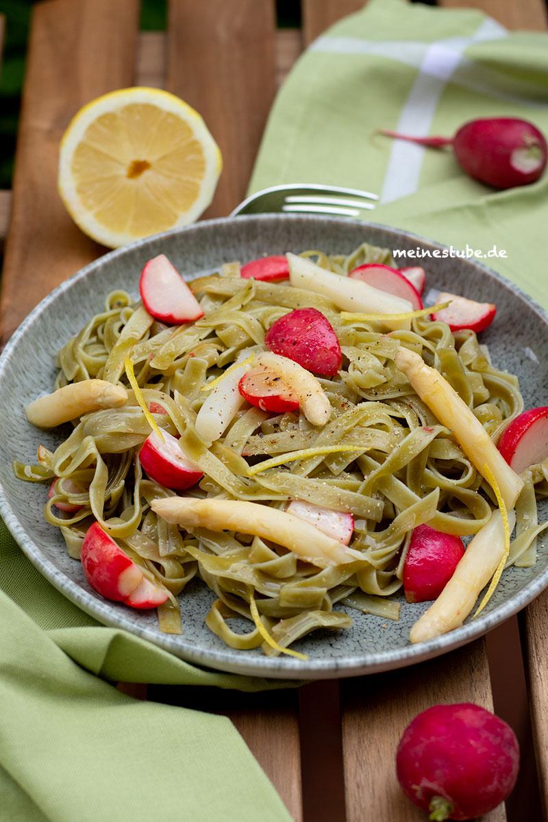Rezept für Pasta mit Spargel und Radieschen, meinestube