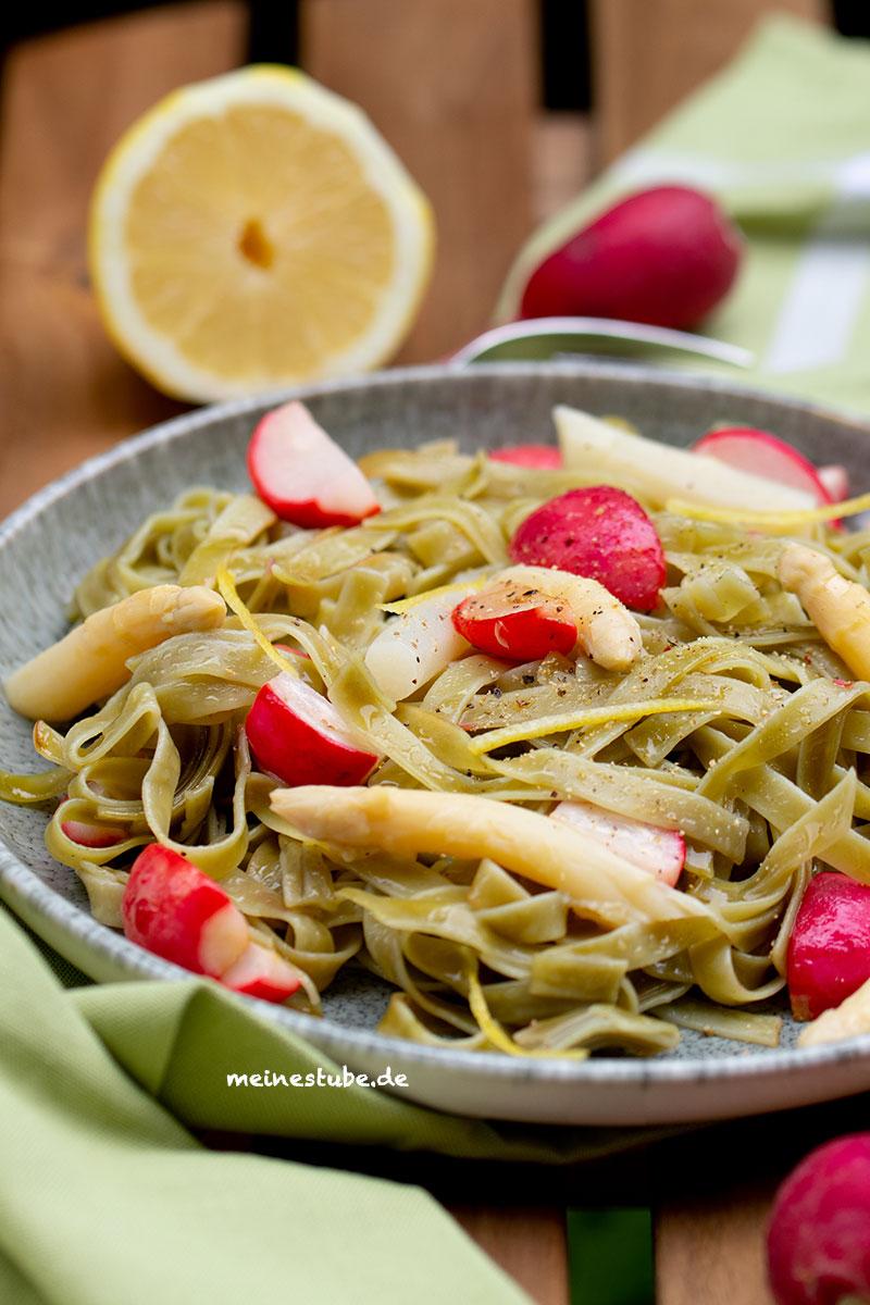 Feierabend Rezept mit Pasta, Spargel und Radieschen, meinestube