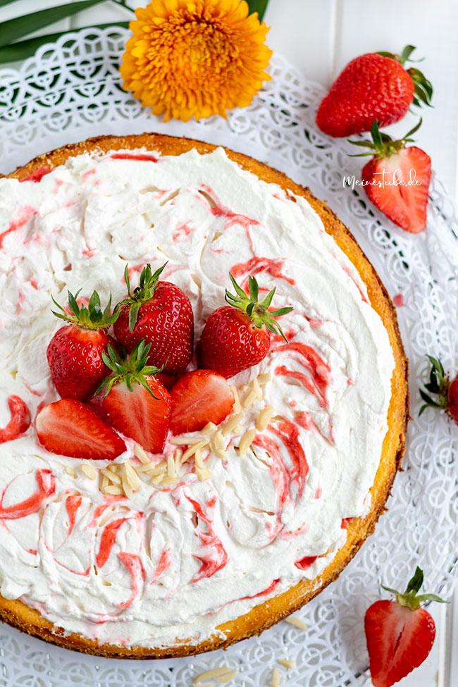 Kuchen mit einem Keksboden gebacken, meinestube