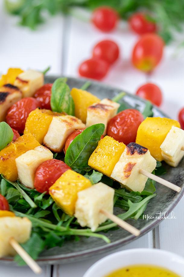 Leckere fruchtige Mango-Käse-Spieße