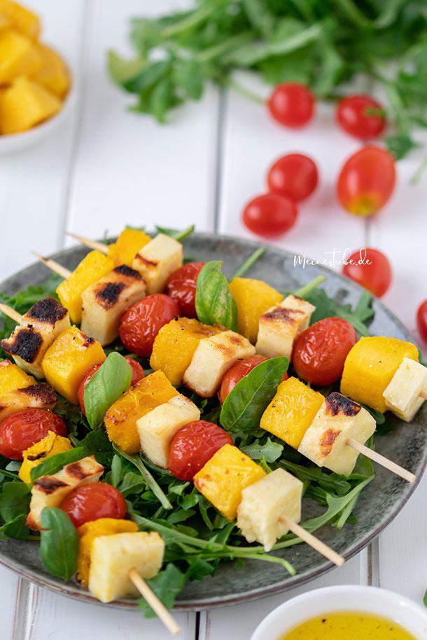 Rezept für Mangos-Spieße mit Tomaten und Basilikum