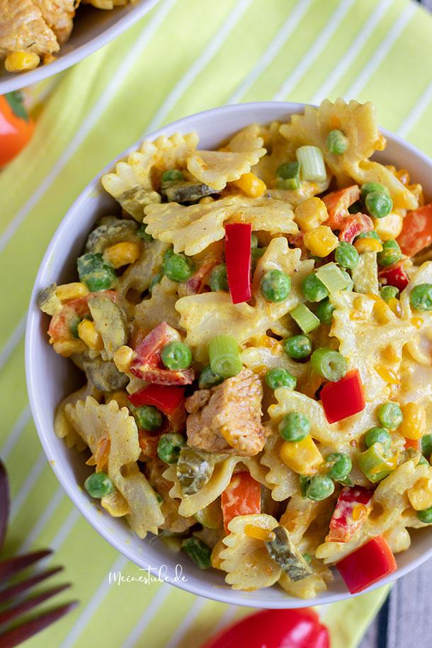 Nudelsalat mit Pute, Curry und Mandarinen.