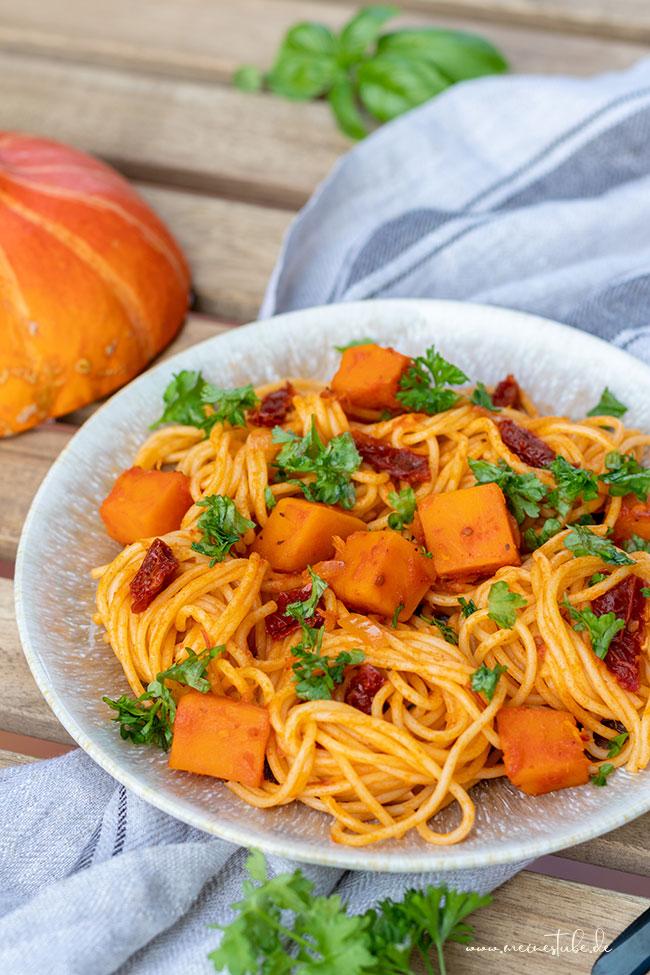 Kürbis mit getrockneten Tomaten und Nudeln, meinestube