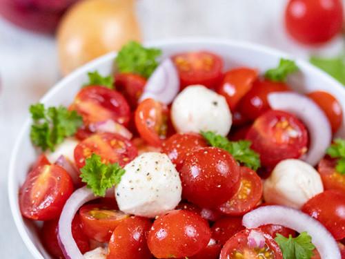 Tomatensalat mit Mozzarella von Meinestube