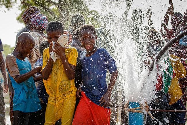 Mit World Vision Patenschaft den ersten Brunnen im Dorf erleben, meinestube