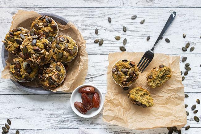 Gedeckter Tisch mit Süßkartoffel-Spinat-Muffins, meinestube