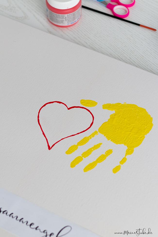 Handabdrücke auf Leinwand mit Fingerfarben, meinestube