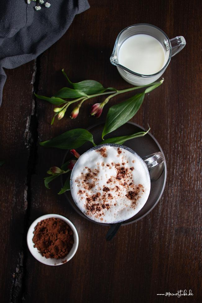 Cappuccino mit Milch, meinestube