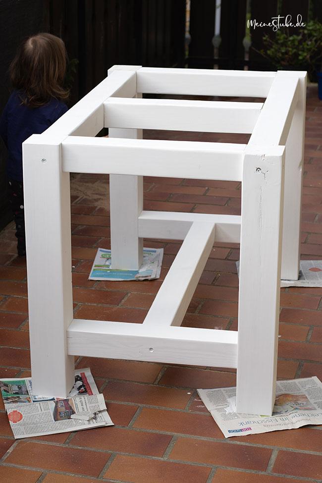 Tischgestell gebaut und weiß angestrichen mit meinestube