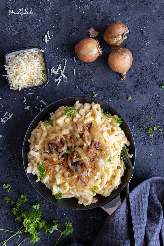 Käsespätzle mit gedünsteten Zwiebeln von meinestube